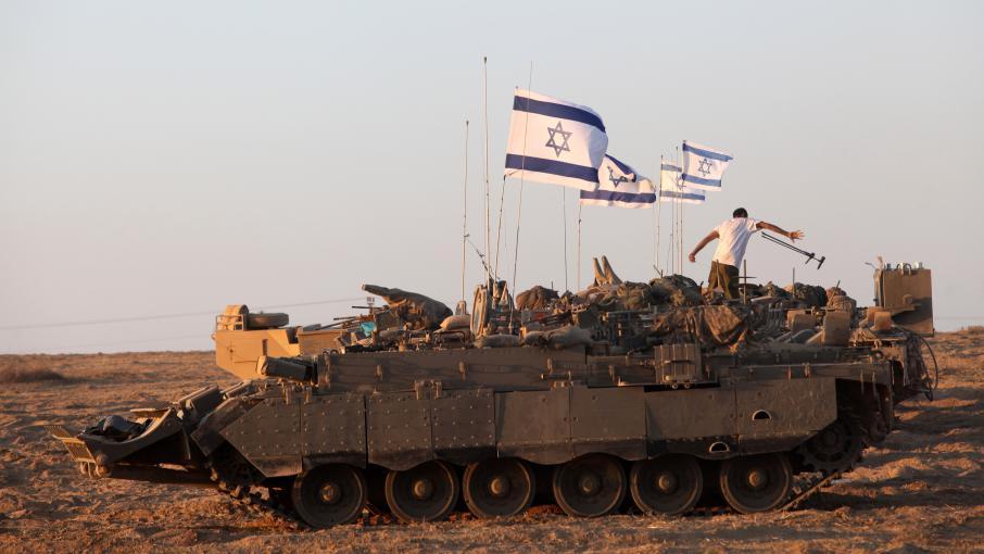 Un char israélien stationné sur la frontière entre Israël et la bande de Gaza, samedi 26 juillet 2014.
