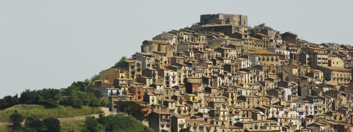 En sicile des maisons en vente pour un euro for Acheter une maison en france par un etranger