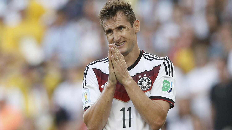 Foot l 39 allemand klose meilleur buteur en coupe du monde prend sa retraite internationale - Meilleur buteur en coupe d europe ...
