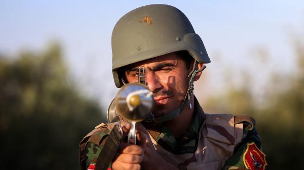 Un peshmergas photographié à Makhmur, à environ 280 kilomètres au nord de la capitale Bagdad, lors d'affrontements avec l'État islamique (EST) le 9 Août 2014.