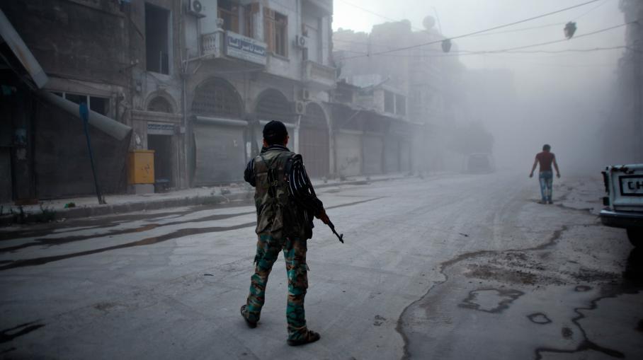 Un combattant des forces rebellesdans les rues d'Alep (Syrie), le 21 juillet 2014.