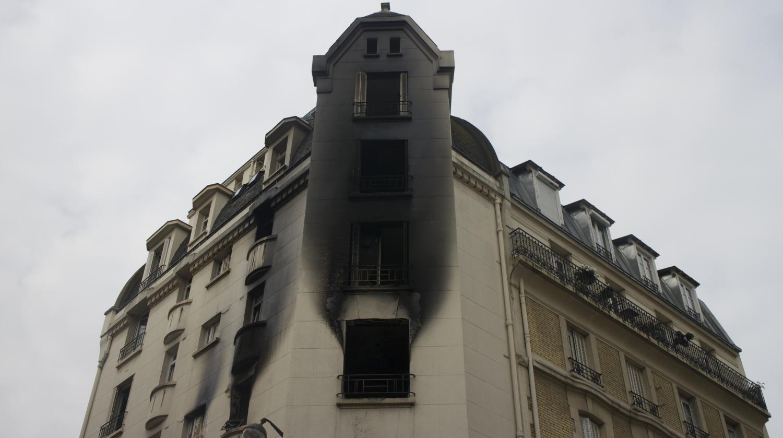 video incendie mortel paris les images des pompiers. Black Bedroom Furniture Sets. Home Design Ideas