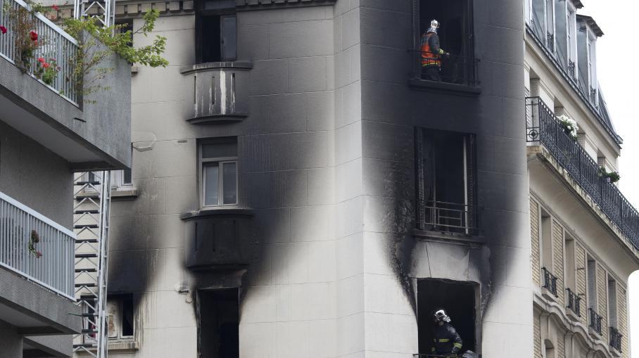 un incendie fait deux morts et dix bless s paris. Black Bedroom Furniture Sets. Home Design Ideas