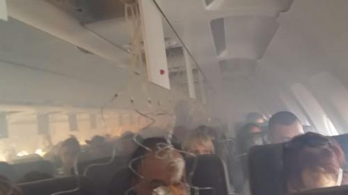 video etats unis la cabine d un avion de ligne subitement enfumee