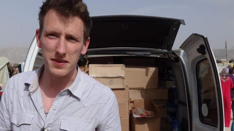 L'Américain Peter Kassigparticipe à une opération de distribution de vivres à la frontière syrienne, entre fin 2012 et début 2013.