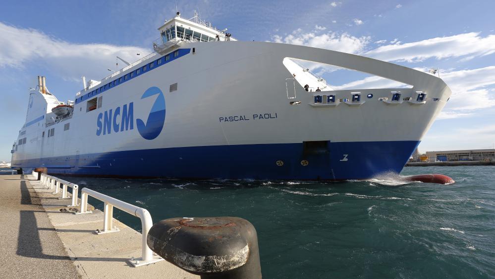 """Le navire """"Pascal Paoli"""" de la SNCM quitte le port de Marseille (Bouches-du-Rhône), le 10 juillet 2014."""