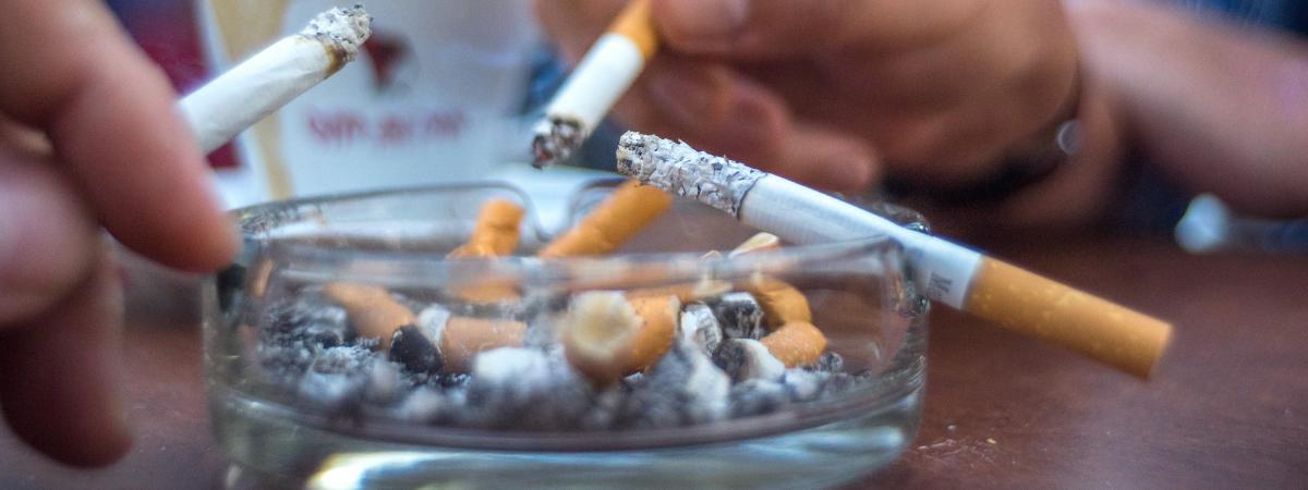 le gouvernement confirme une hausse du prix des paquets de cigarettes en janvier. Black Bedroom Furniture Sets. Home Design Ideas