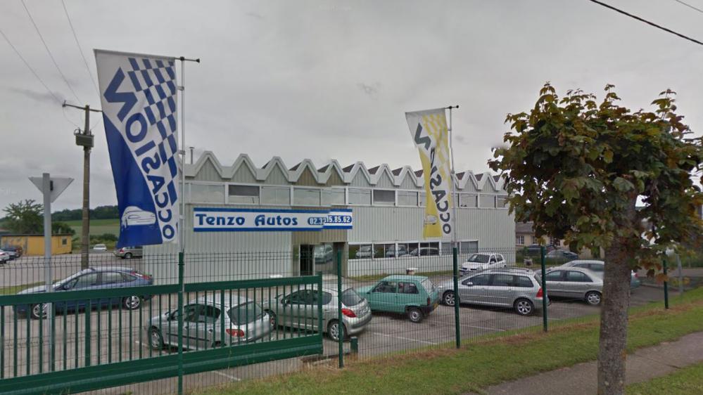 Capture d'écran Google Street view du garage où s'est produit un double meurtre et une tentative de suicide à Gisors (Eure), le 7 octobre 2014.