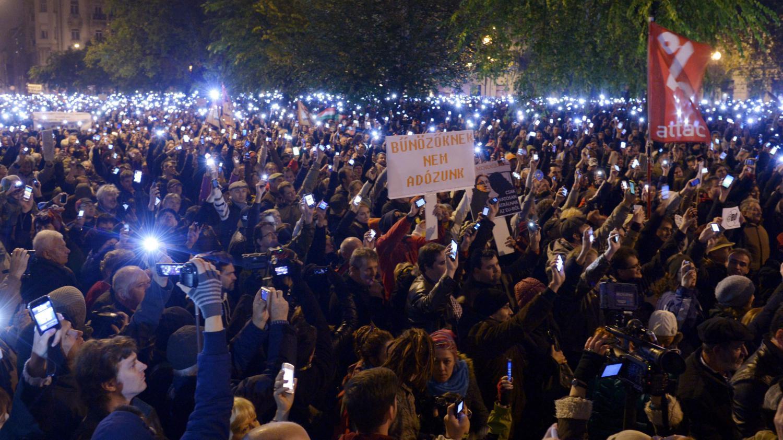 Plus de 10 000 hongrois manifestent contre un projet de taxe sur l 39 utilis - Projet taxe proprietaire ...