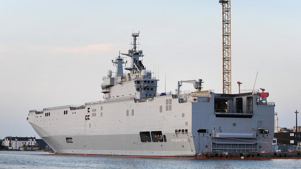"""Le porte-hélicoptère""""Vladivostok"""" dans le port de Saint-Nazaire, le 7 septembre 2014."""