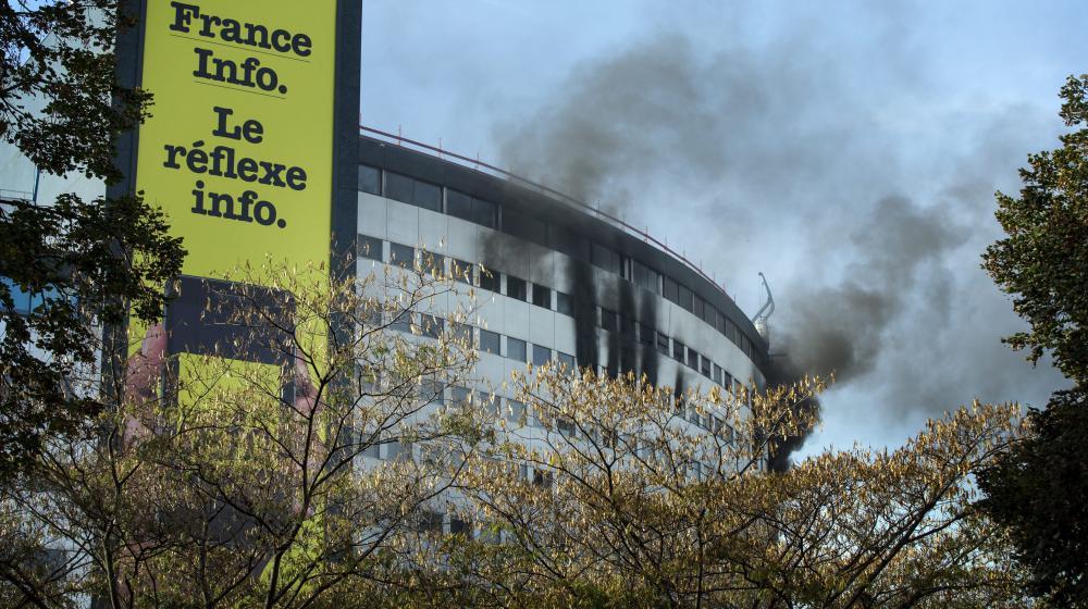 La Maison de la radio en feu, le 31 octobre 2014 à Paris.