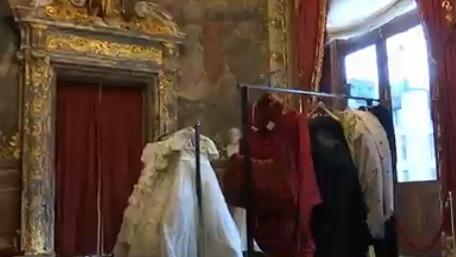 video grande vente de costumes pour les 300 ans de l 39 opera comique