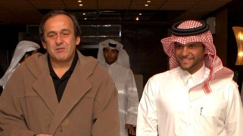 """VIDEO. En 2014, Michel Platini explique à """"Complément d'enquête"""" pourquoi il a voté pour que le Qatar organise la Coupe du monde"""