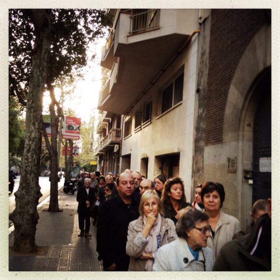Dès l'ouverture des bureux de vote, de longues files d'attente se sont formées.