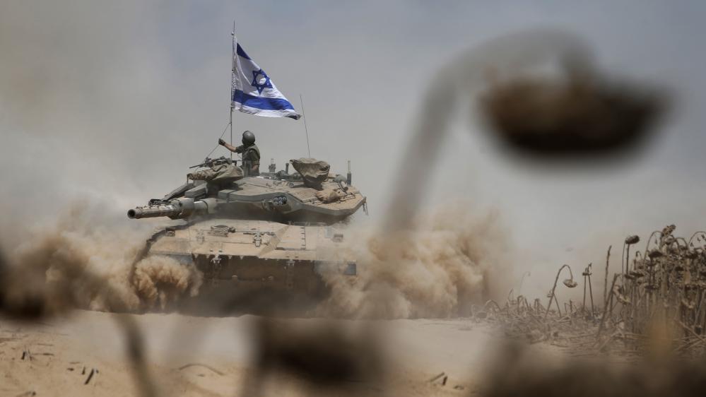 Un char israélien rentre en Israël après avoir quitté Gaza, le 3 août 2014.
