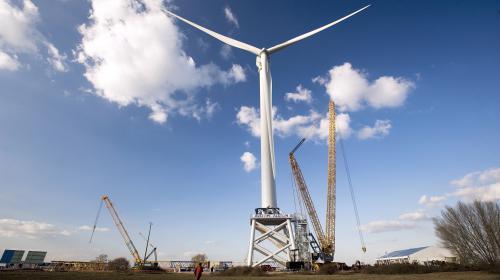 Eurozapping : des pierres pour stocker l'énergie éolienne ; l'Italie stoppe un bateau de migrants