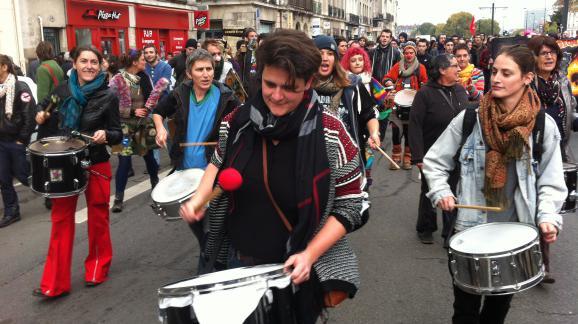 Des manifestants dans les rues de Nantes, samedi 22 novembre 2014.