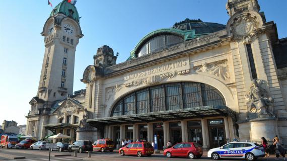 Feuilleton le monde de gare en gare 4 5 for Hotel pres de la gare