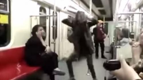 video iran une femme brave l 39 interdit et danse dans le metro de teheran