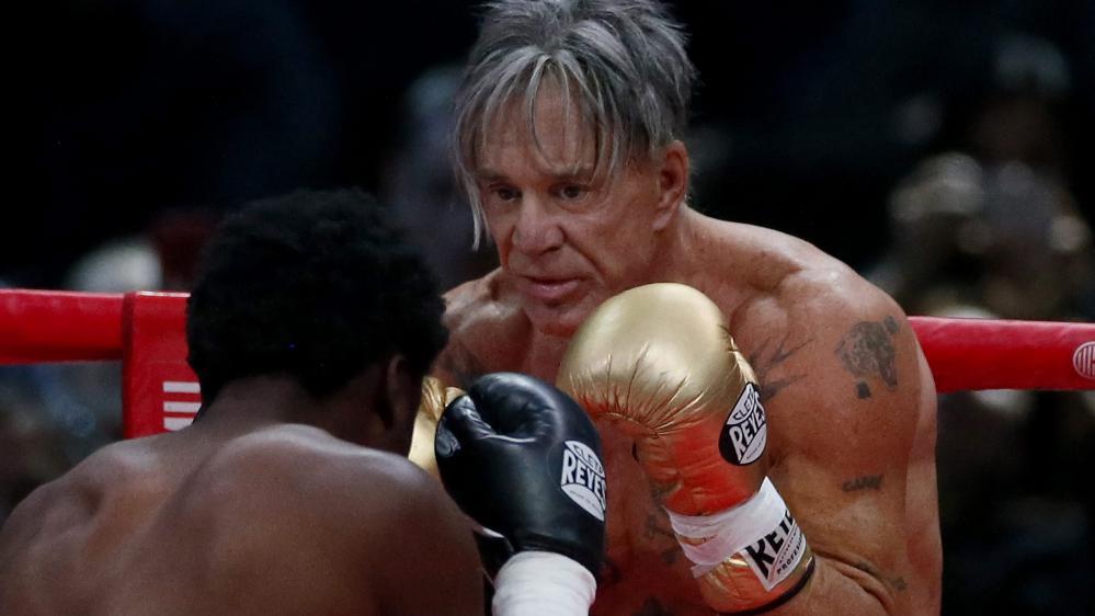 L'acteur et boxeurMickey Rourke était opposé au boxeur américainElliot Seymour à Moscou (Russie), le 28 novembre 2014.