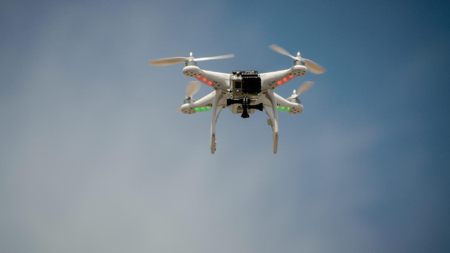 video londres un avion de ligne chappe de peu une collision avec un drone. Black Bedroom Furniture Sets. Home Design Ideas