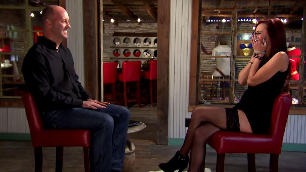 """Doug Guller, PDG deBikinis Sports Bar & Grill, participe à l'émission """"Undercover Boss"""", diffusée aux Etats-Unis sur CBS, le 28 décembre 2014."""