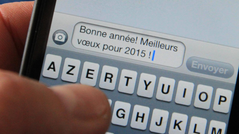 Les Français Boudent Les Sms Du Nouvel An En Baisse De Plus