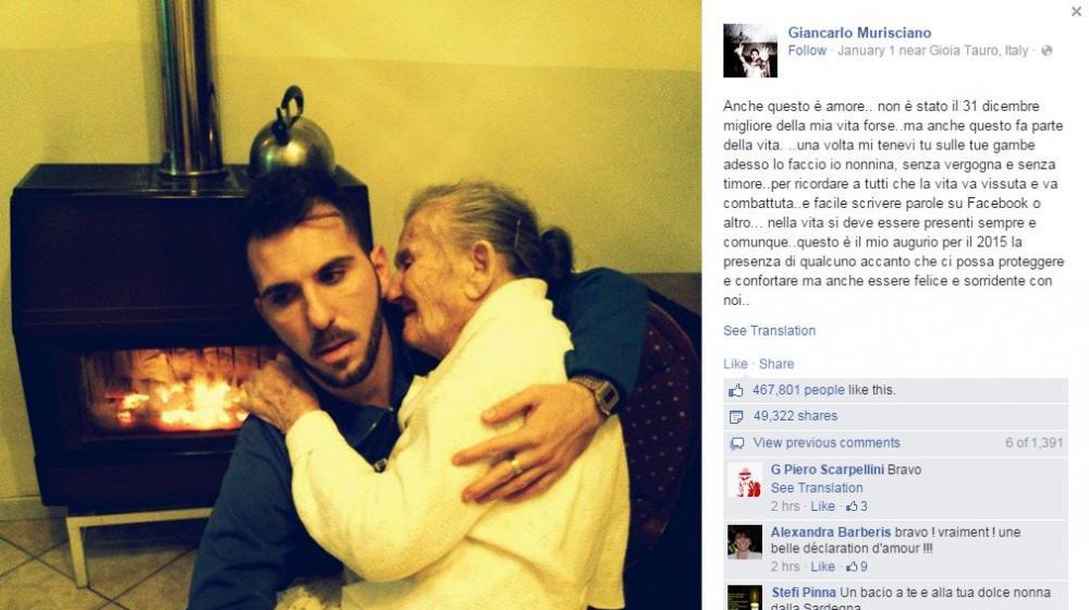 O italiano Giancarlo publicou Mursciniano & eacute;  no Facebook no primeiro de janeiro de 2015, uma foto dele e de sua avó & egrave; re com Alzheimer.