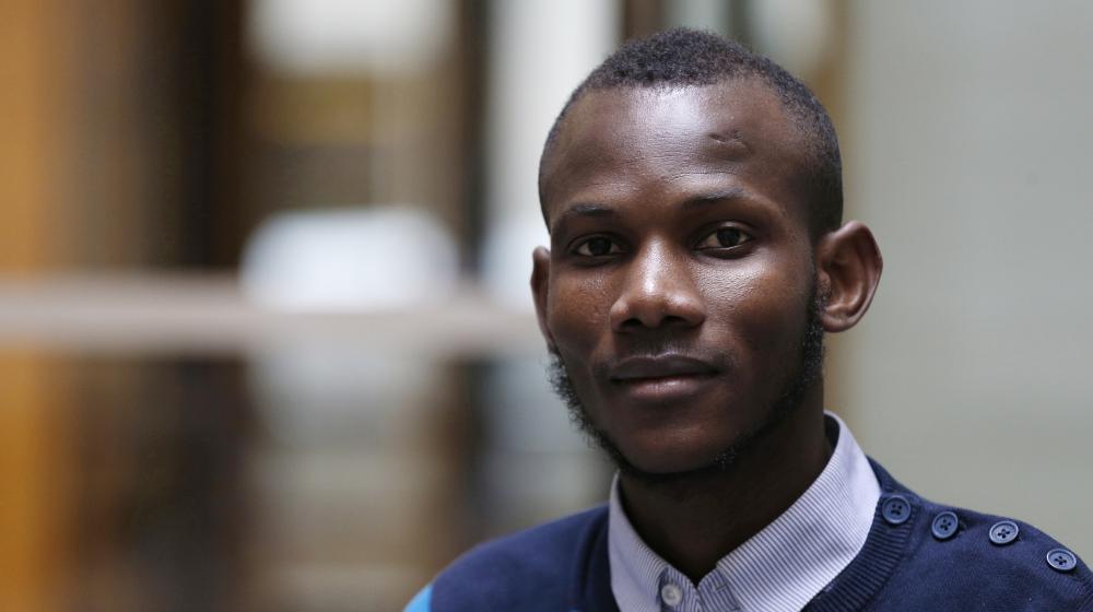 Lassana Bathily, employé de l'Hyper Cacher de la porte de Vincennes, pose, le 15 janvier 2015, à Paris, quelques jours après la prise d'otages qui a eu lieu dans le magasin.