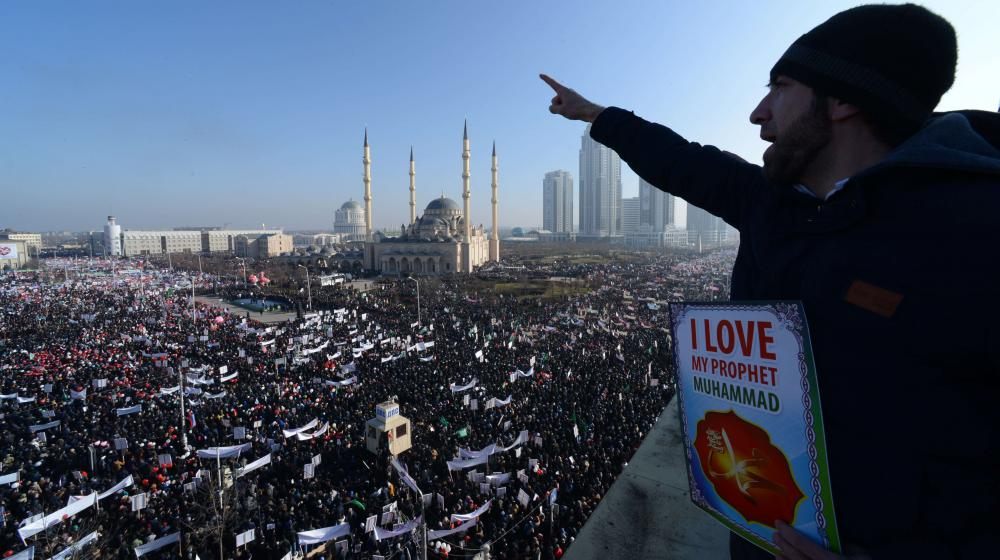 Des milliers de musulmans manifestent contre les caricatures de Mahomet publiées par CharlieHebdo, dans le centre de Grozny (Tchétchénie), le 19 janvier 2015.