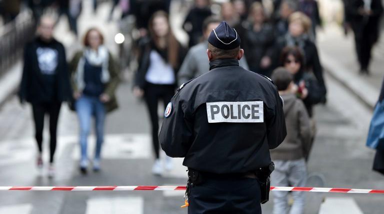 Un policier en faction lors de la marche républicaine du 11 janvier 2015 à Paris.