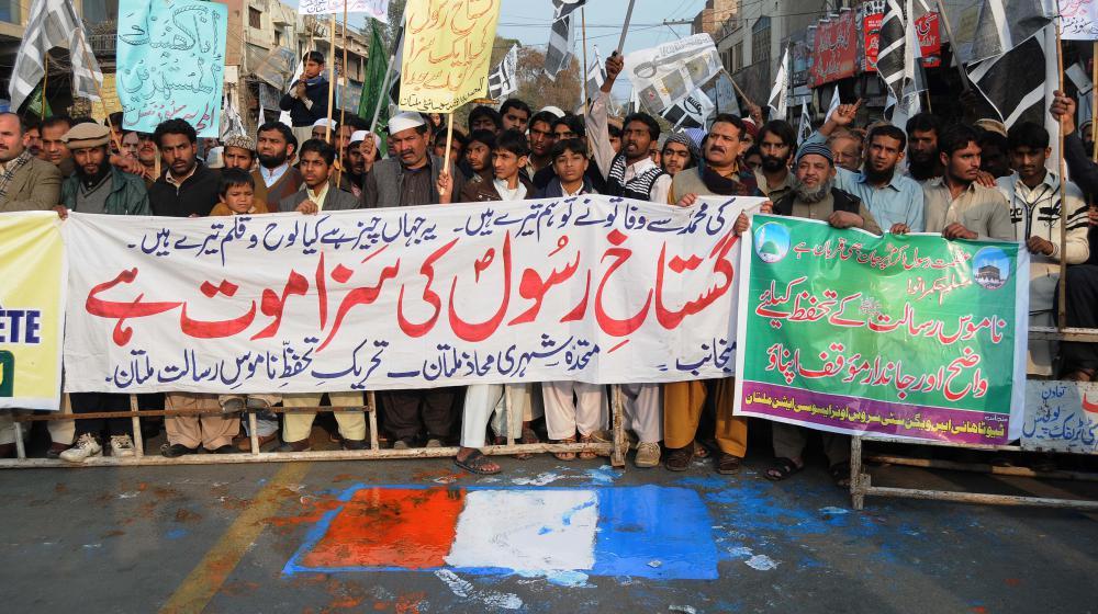 """Des manifestants protestent contre """"Charlie Hebdo"""" et la caricature du prophète Mahomet, àMultan, au Paksistan, le 23 janvier 2015."""