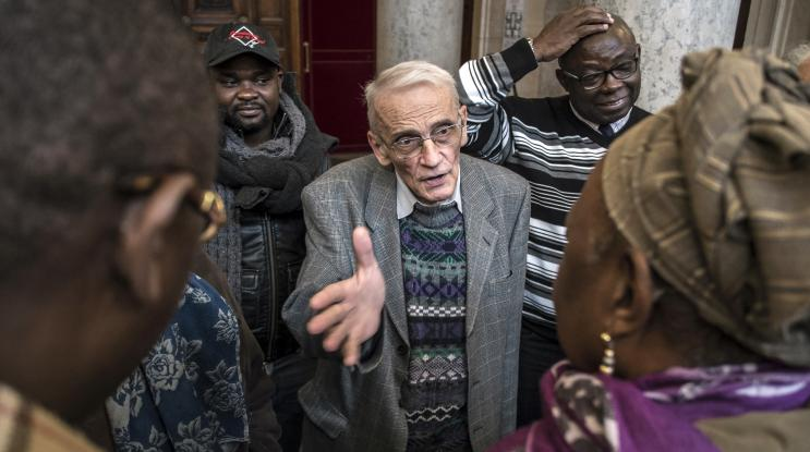VIDEO. Saint-Etienne : le prêtre qui héberge des sans-abris sera-t-il condamné ?