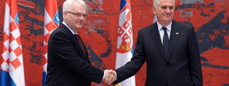 g u00e9nocide  serbie et croatie renvoy u00e9es dos  u00e0 dos par la