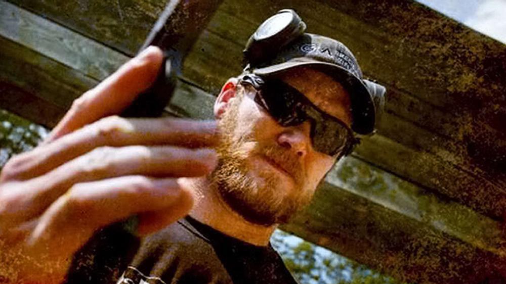 L'ancien sniper américain Chris Kyle lors d'une séance de tir (lieu et date non précisés).