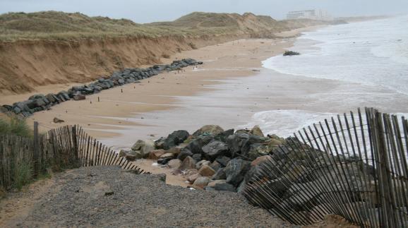 Les dunes de la côté vendéenne de la Tranche-sur-Mer à Saint-Hilaire-de-Riez ont particulièrement souffert durant les tempêtes de janvier 2014.