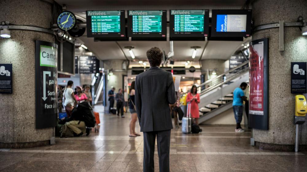 Un passager patiente en gare de Lyon Part-Dieu (Rhône), le 11 juin 2014.