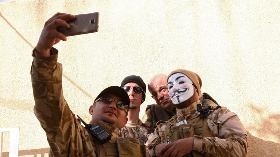 Des combattants occidentaux (ici, le 13 février 2015) ont rejoint la milice chrétienne Dwekh Nawsha pour combattre les jihadistes de l'Etat islamique en Irak.