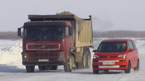 l-hiver-le-fleuve-gel%C3%A9-devient-l-autoroute-principale-de-la-yakoutie