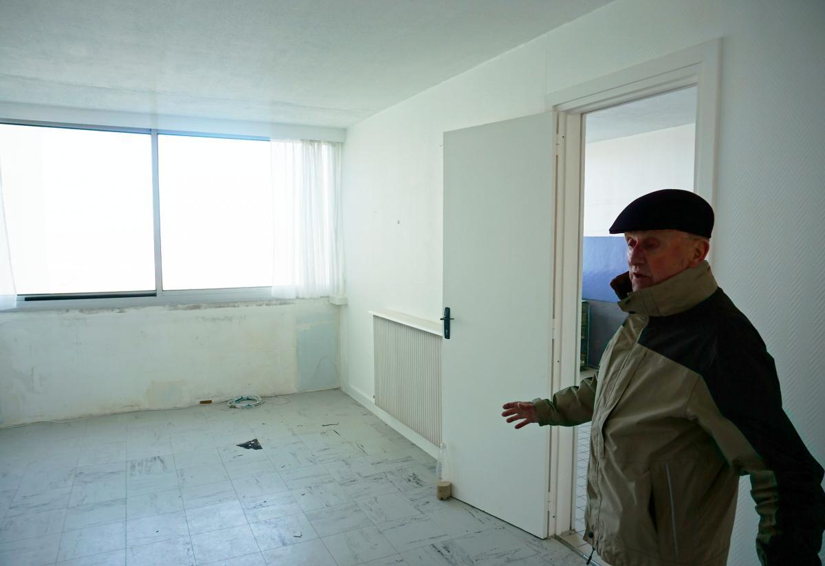 en images visite du signal l 39 immeuble abandonn soulac en raison de l 39 rosion. Black Bedroom Furniture Sets. Home Design Ideas