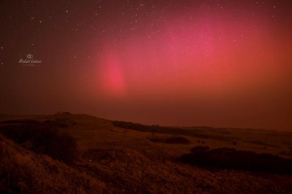 Une aurore boréale photographiée dans la nuit du mardi 17 au mercredi 18 mars 2015, au Cap Blanc-Nez (Pas-de-Calais).