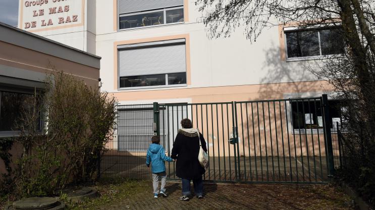 Pédophilie : comment le directeur d'école de Villefontaine a pu continuer à enseigner après avoir été condamné