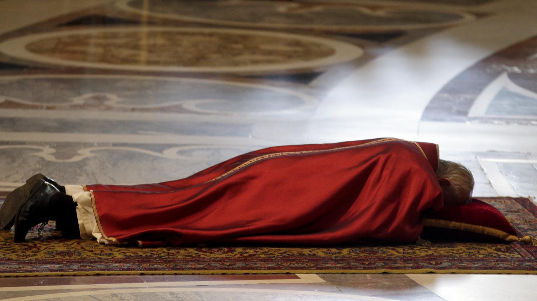 video messe du vendredi saint au vatican des pri res contre les pers cutions subies par les. Black Bedroom Furniture Sets. Home Design Ideas