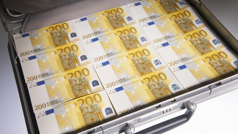 video hong kong 4 millions d 39 euros s 39 chappent d 39 un fourgon blind. Black Bedroom Furniture Sets. Home Design Ideas