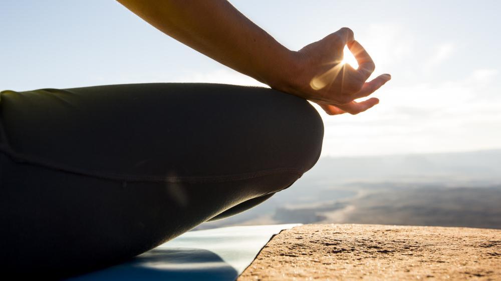 """Les thérapies basées sur la """"méditation de pleine conscience"""" sont une """"alternative"""" aussi efficace que les traitements standard pour éviter la rechute de dépression, selon une étude publiée le 21 avril 2015."""