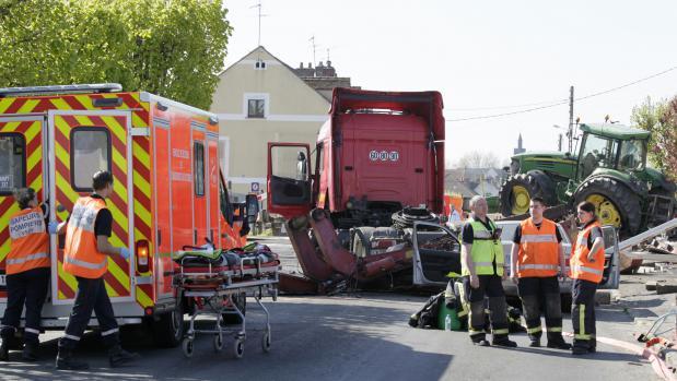 Le camion percuté par un train à Nangis (Seine-et-Marne) le 21 avriltransportait un tracteur.