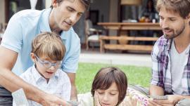 Adoption : les couples homosexuels victimes de discrimination ?