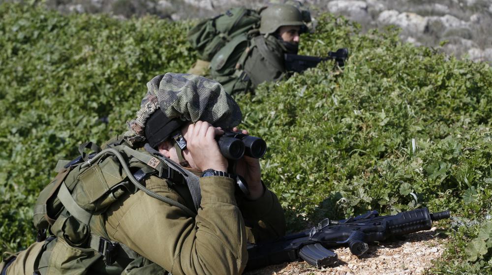 Un soldat israélien, posté à Metoula (Israël), scrute la frontière avec le Liban, le 20 janvier 2015.