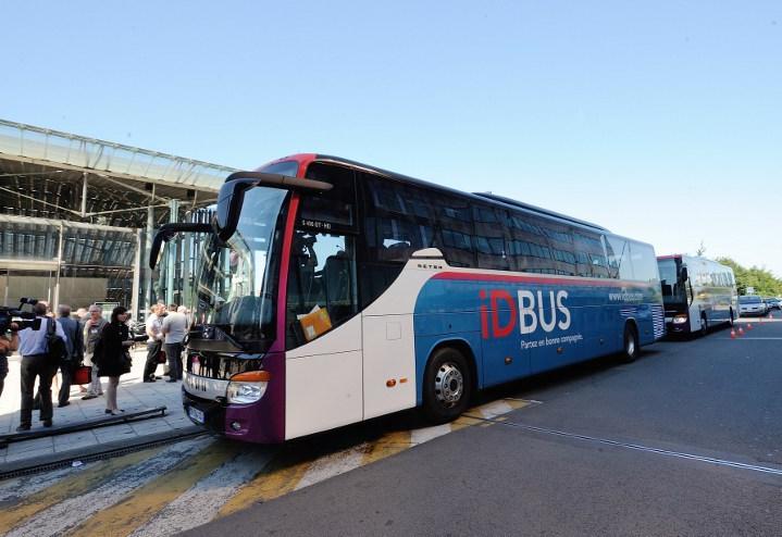 Les adolescents ayant des rapports sexuels sur un bus