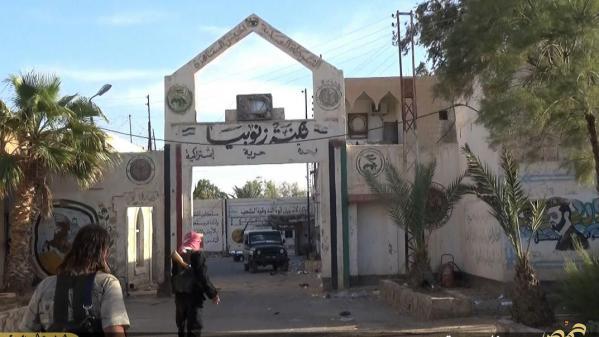 syrie l etat islamique detruit la prison de palmyre un symbole du regime
